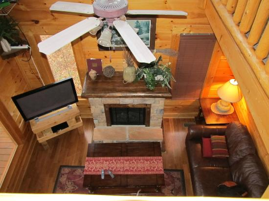 Legacy Mountain Resort: Looking into living room from loft