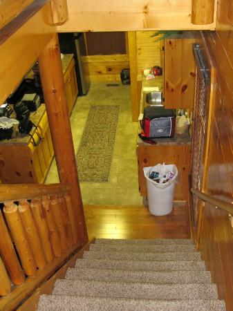 Legacy Mountain Resort: Looking from upstairs down into kitchen