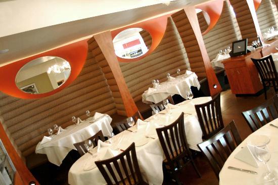 Mezzo Ristorante & Lounge: Dining Room