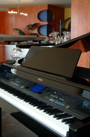 Mezzo Ristorante & Lounge: Piano