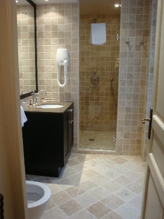 Hôtel Saint-Louis Marais : Room 202 - bathroom