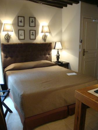 Hôtel Saint-Louis Marais : Room 202 - standing in the door way to the bathroom