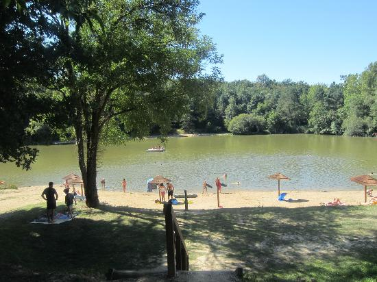 Campsites Le Parc de Fierbois: The beautiful lake