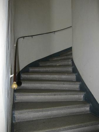 Mercure Josefshof Wien: stairway to parking garage room