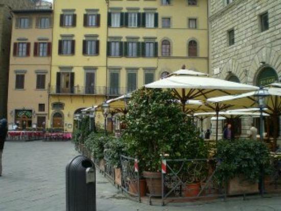 Relais Piazza Signoria: O hotel é aquele prédio amarelinho!!
