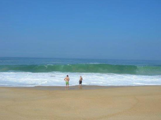 São Martinho do Porto, Portugal: This beach often has very big waves