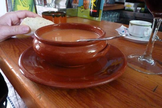 Restaurante Ladrillo II: Le Gazpacho est copieux et délicieusement rafraîchissant