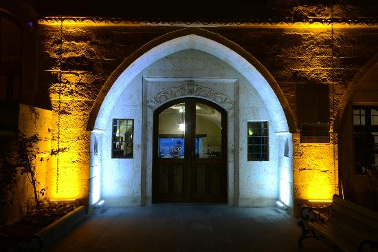 Fresco Cave Suites & Mansions: Entrance