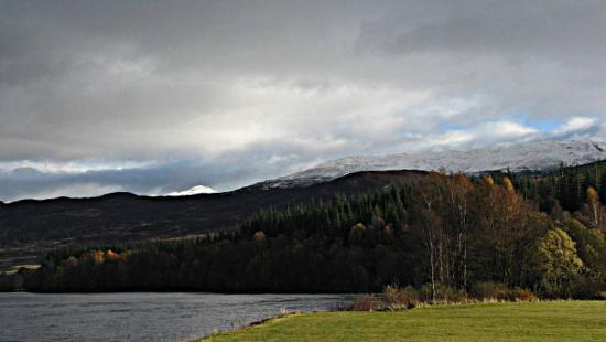 Loch Tummel Hotel: view from hotel lawn