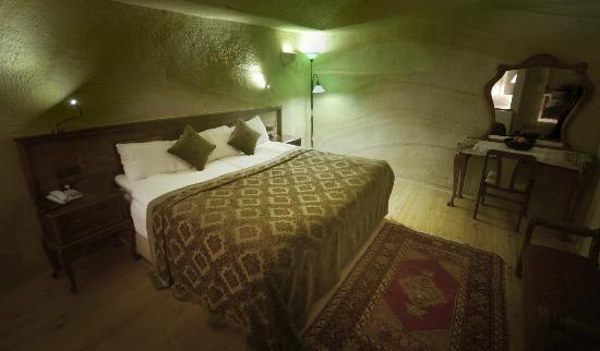 Fresco Cave Suites & Mansions: Munise Cave Room
