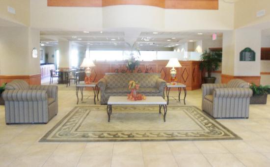 Wingate by Wyndham Tupelo: Hotel Lobby