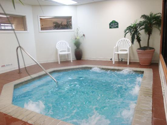 Wingate by Wyndham Tupelo: Indoor Whirlpool
