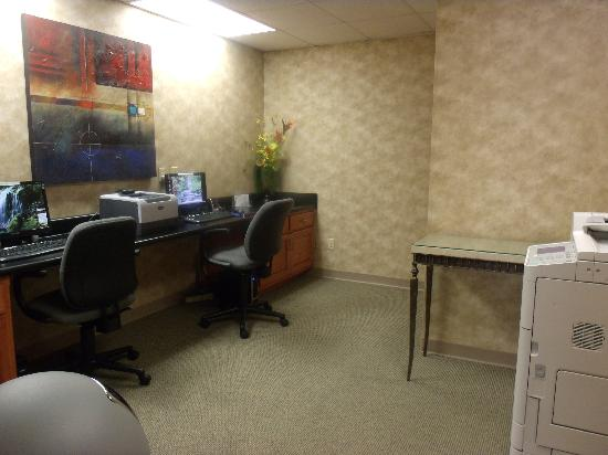 Wingate by Wyndham Tupelo: Business Center