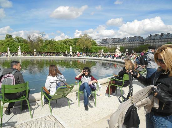 Jardin des tuileries pr s du louvre picture of jardin for Jardin 87