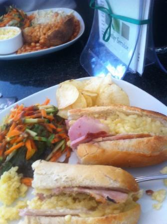 Greens Cafe & Bistro : ....