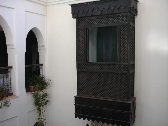 Riad Al Kadar: la finestra dii una camera
