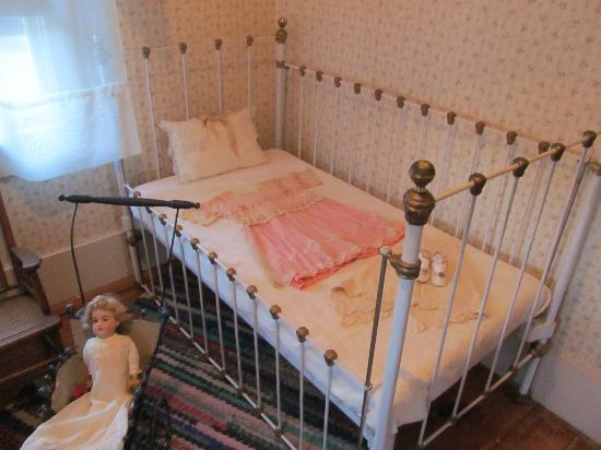 Bernhard Museum Complex: Child's crib.