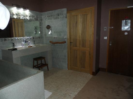 Hotel Disini : salle de bain