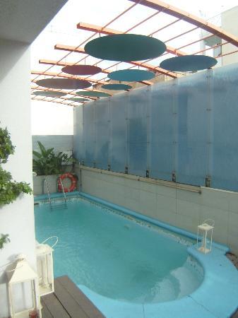 Tropical Hotel: klein zwembad om even te verfrissen