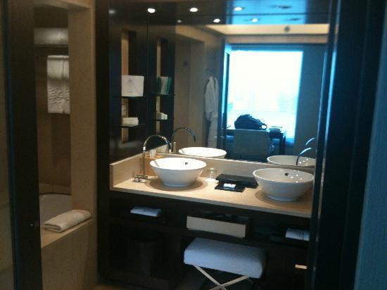 Hotel Arts Barcelona: bath