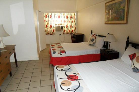 Pineapple Court Hotel: Double room