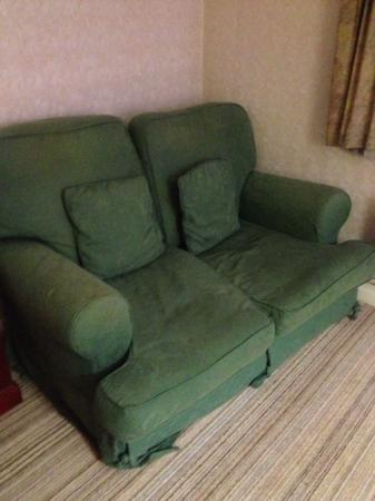 BEST WESTERN Hotel Smokies Park: The somewhat tired sofa in room 102