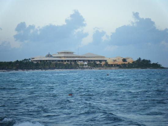 Barceló Maya Palace: view of palace from pier