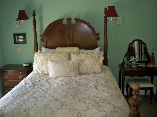 Centennial House Bed and Breakfast: 5
