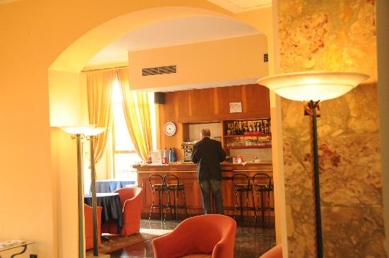 BEST WESTERN Hotel San Donato: Bar, where coffee & tea available all day