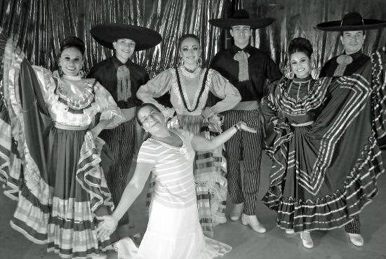 Playacar Palace: Mexican Dancers