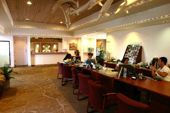 Kahana Falls: Lobby