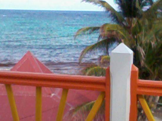 Le Soleil Levant Resort & SPA: la vue depuis le balcon (maison à côté de la mer)