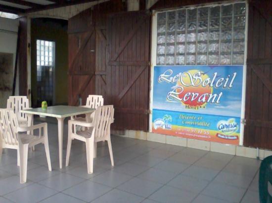 Le Soleil Levant Resort & SPA: L'épicerie face à la mer