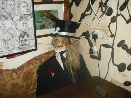 Half Moon Pub: thing in the corner