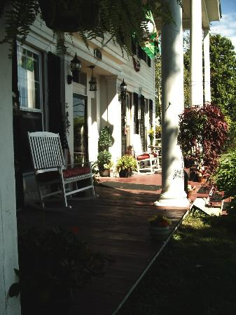 Brookside Inn at Laurens: Front Porch