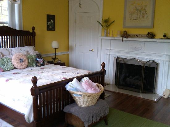 بروكسايد إن آت لاورنز: Yellow Room