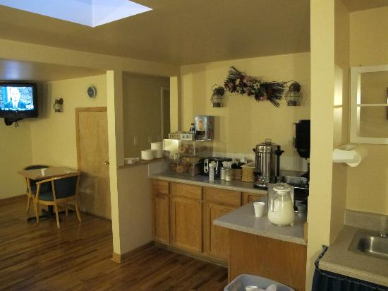 Black Canyon Motel: the breakfast counter