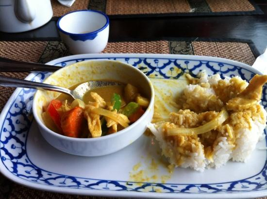 Sticky Rice: yellow curry chicken