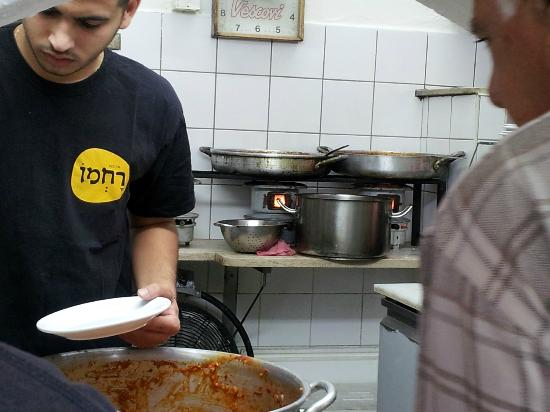 Rachmo : food cooked traditionaly on oil-stoves