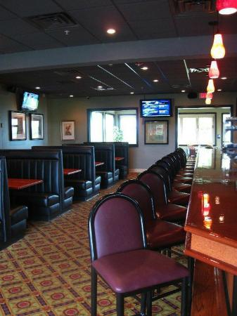 Fiddlers Bar & Grille: Enjoy a drink at our bar