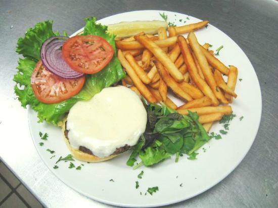 Fiddlers Bar & Grille: Best Burgers in town
