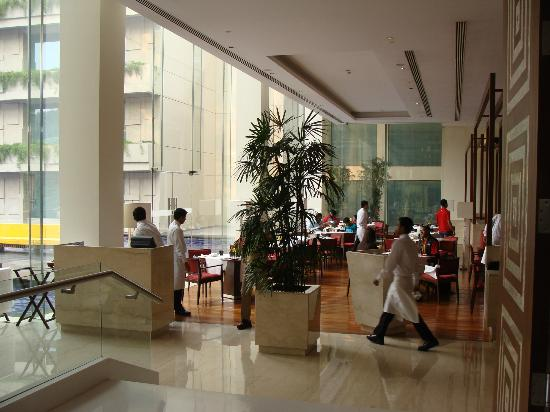 The Oberoi, Gurgaon: Breakfast area