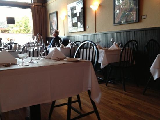 Cuve'e: cuvée dining room