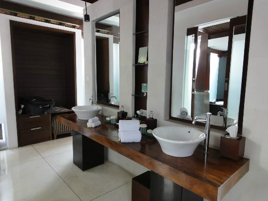 The Kayana Bali: パウダールームです