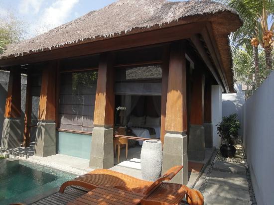 The Kayana Bali: 左が小さいプールです