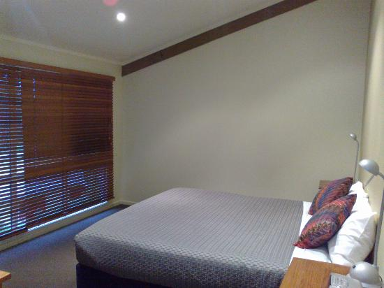 Tathra Beach House: Master bedroom