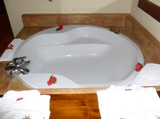 Catalonia Royal Bavaro: tub