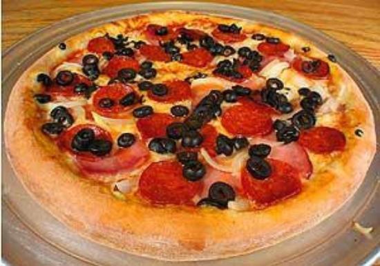 Mozzarella di Bufala Pizzeria: Portuguese pizza special.