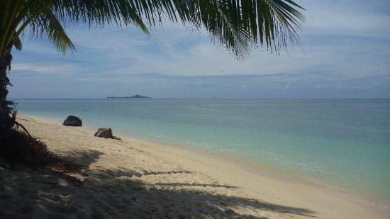 Selingan Island Resort: Beautiful beaches surround the island - good spot for snorkelling