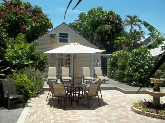 Astonishing Courtyard View Picture Of The Duval House Key West Download Free Architecture Designs Scobabritishbridgeorg